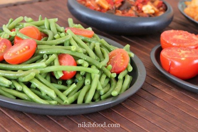 Sauteed green beans with cherry tomatoes