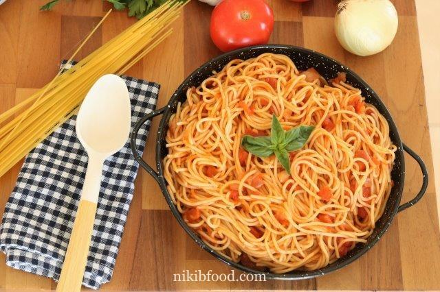 Spaghetti with tomato sauce recipe