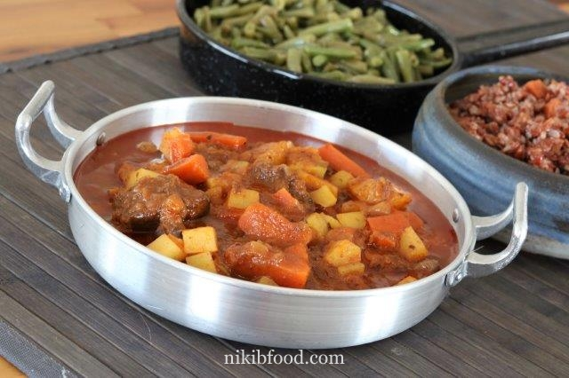 Beef in tomato sauce