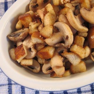 Bounced Mushrooms with Croutons
