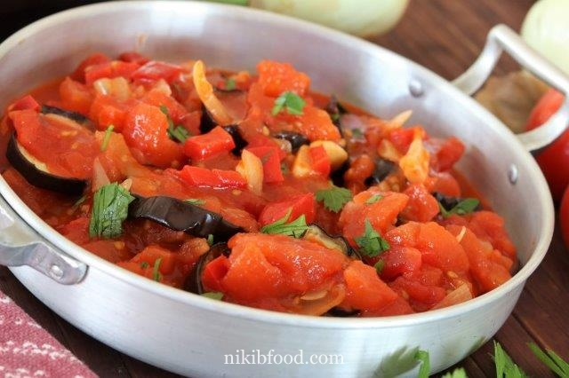 Eggplant slices with tomato sauce