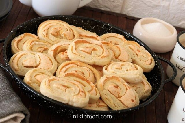 Meringue rosebud cookies