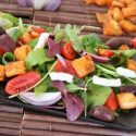 Fattoush salad with cheese