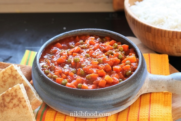 Peas and Carrots in Red Sauce
