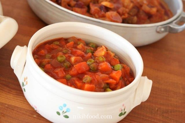 Peas and carrots in tomato sauce
