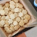 Butter and coconut cookies
