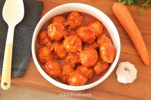 Chicken meatball in sauce