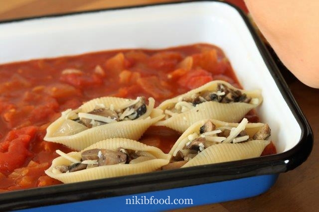 Cheese and mushroom pasta bake