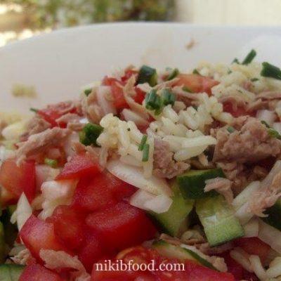 Tuna rice and vegetable salad