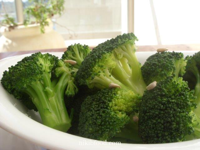 Broccoli salad with vinaigrette