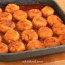 Meat and brown rice balls in sauce